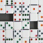 Правила игры в домино - иллюстрация